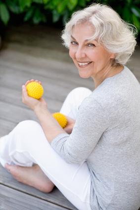 Aktive Seniorin beim Workout